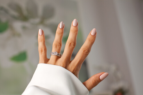 תכשיטים, יהלומים ומה שביניהם